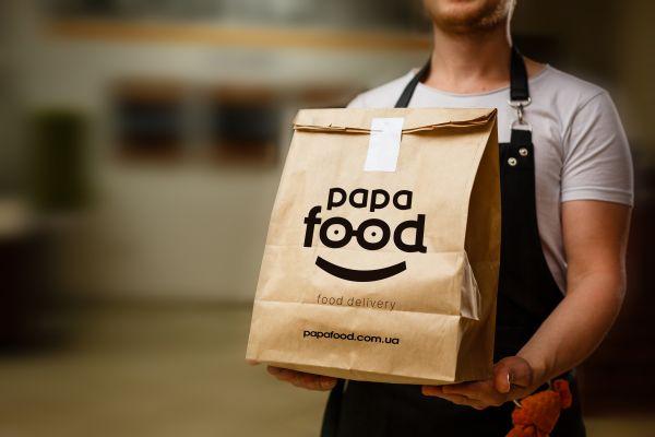Чому люди все частіше замовляють готову їжу з доставкою додому?