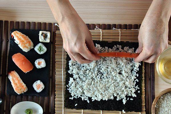 Заказать роллы и суши. А быть может приготовить дома?