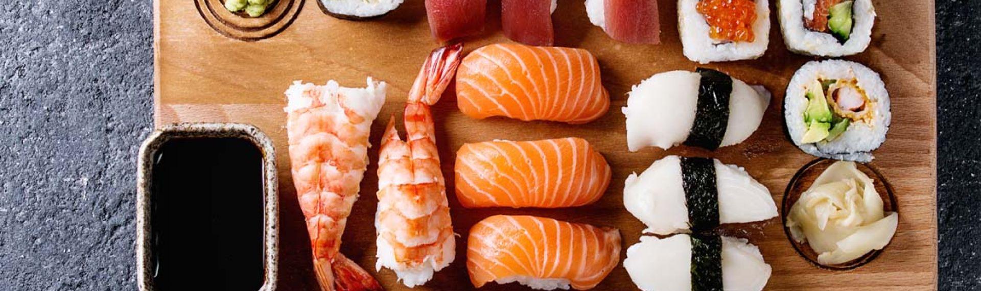 Чим відрізняються суші від ролів?