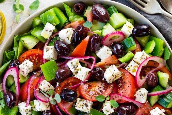 Греческий салат — это кладезь витаминов, минералов и микроэлементов