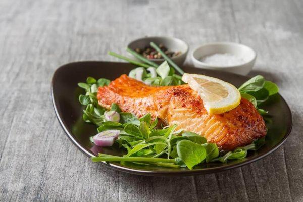Стейк з лосося: користь червоної риби